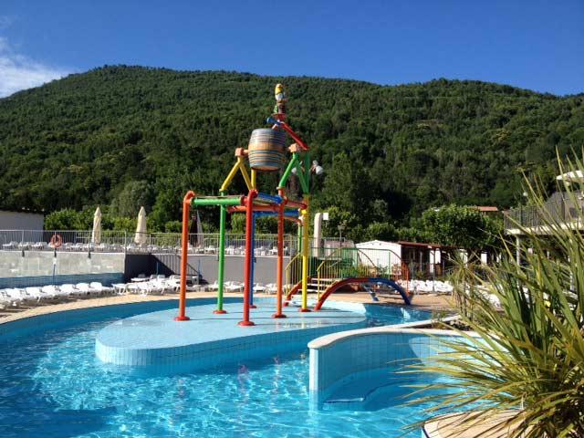Kids love it: waterplay in the Pool