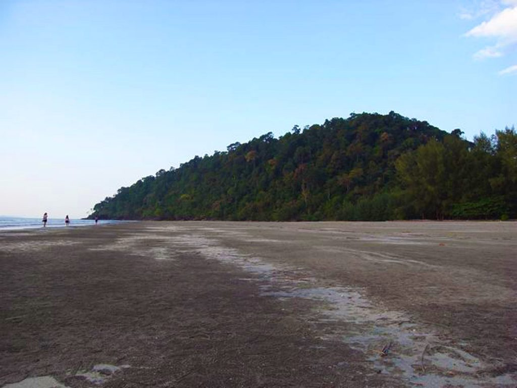 Thailand Lonely Beach Travel Blog