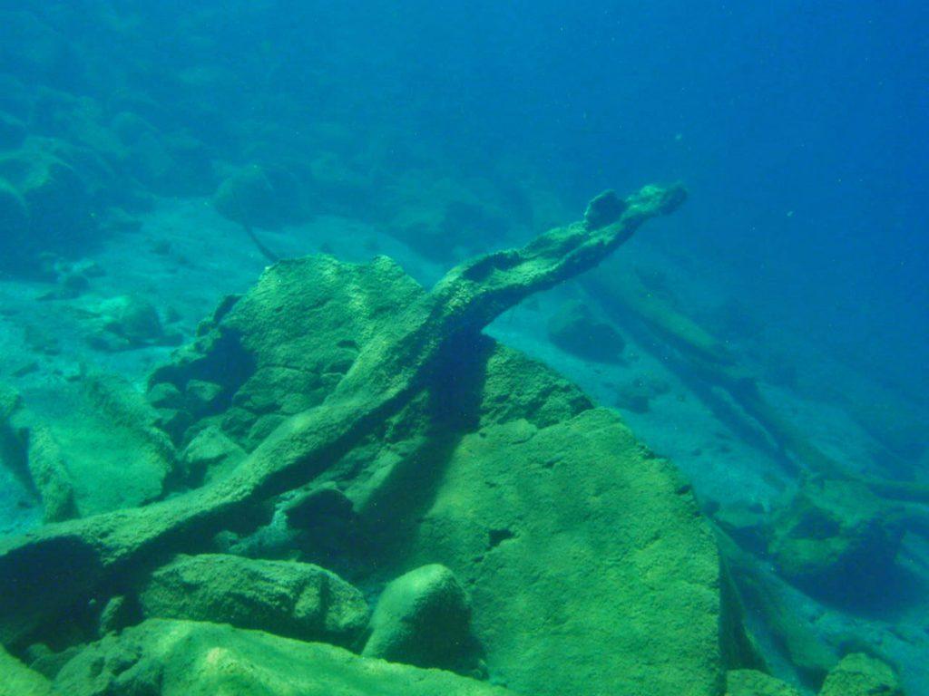 Diving Lake Taupo Rock